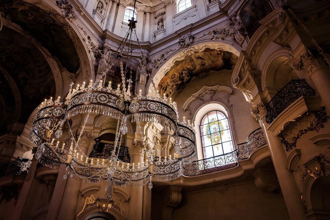 長年の夢が叶う瞬間が訪れた、聖ミクラーシュ教会での感動ウェディング