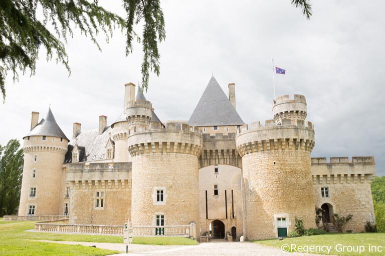 中世の趣をそのままに。建立の起源は15世紀にさかのぼる石造りの古城「シャブネ城」