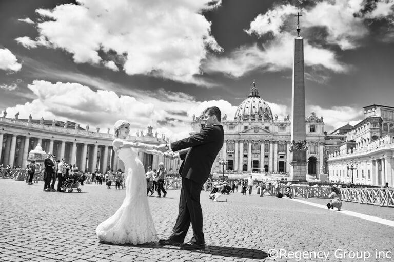 オードリヘップバーンの代表作「ローマの休日」は外せない!