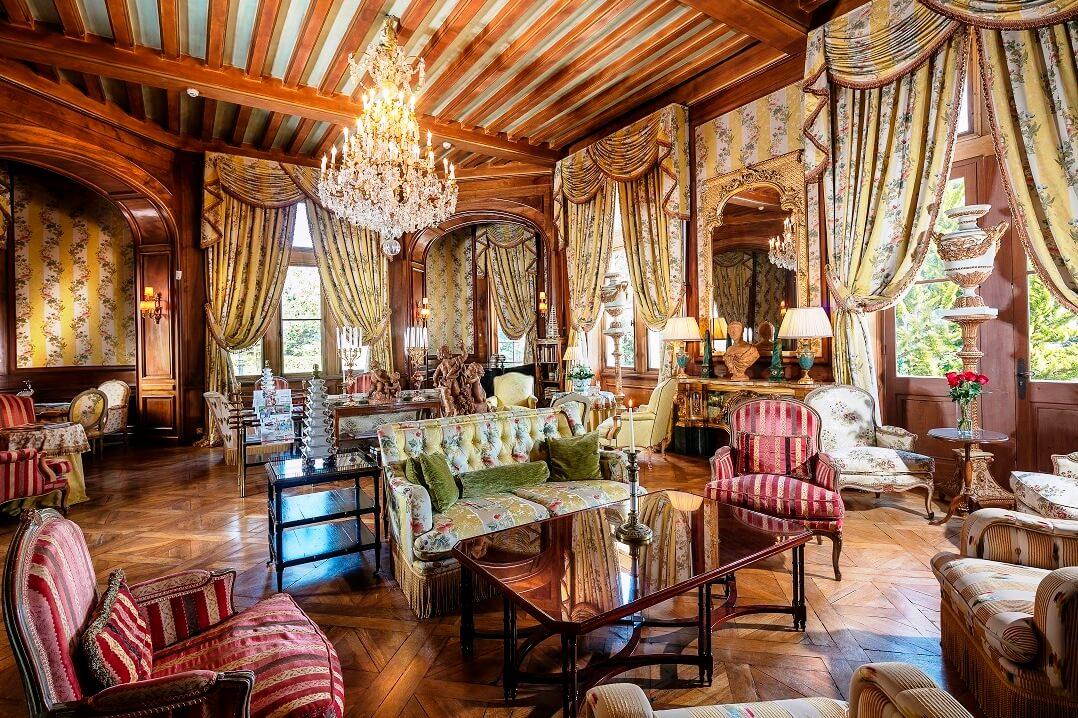 フランス・ボルドーの古城の部屋