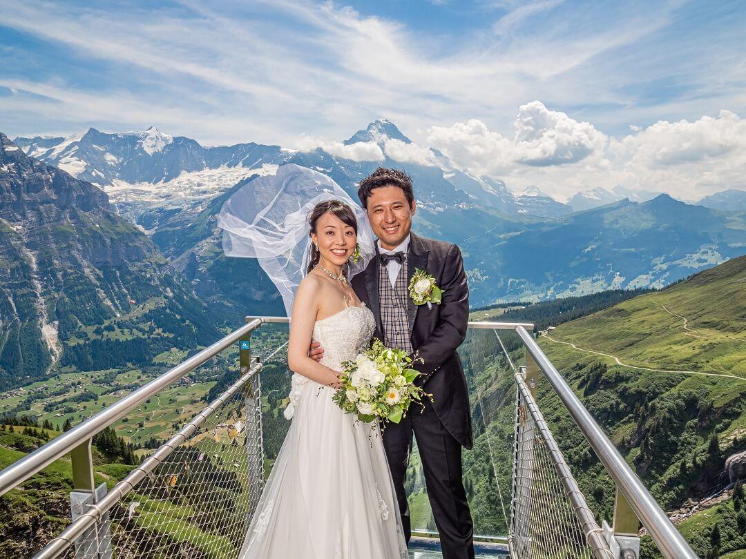 秀峰アルプスの絶景と共にイメージ通り長閑なスイスでの挙式!!
